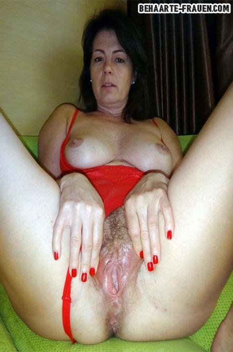 Analsex Dating - Frau mit haarigen Arschloch